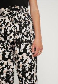 Dorothy Perkins Petite - NON PRINT CAMO - Trousers - multi coloured - 5