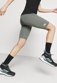The North Face - FLEX SHORT  - Leggings - agave green - 3