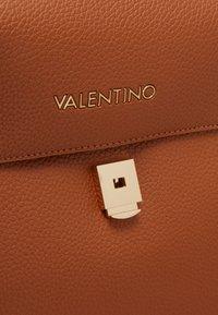 Valentino by Mario Valentino - SUPERMAN - Rucksack - cuoio - 3
