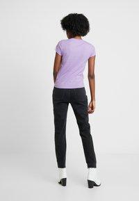 Neuw - SLIM TEE - Print T-shirt - lilac - 2