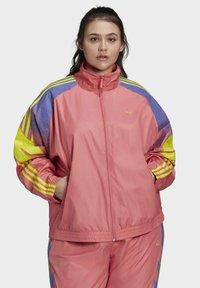 adidas Originals - FAKTEN ORIGINALS JACKE – GROSSE GRÖSSEN - Training jacket - pink - 0