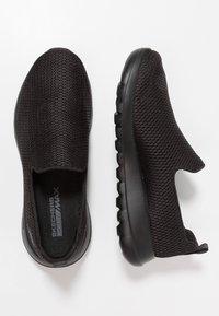 Skechers Performance - GO MAX - Zapatillas para caminar - black - 1