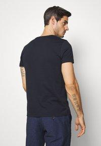 Tommy Hilfiger - FLORAL TEE - T-shirt z nadrukiem - blue - 2