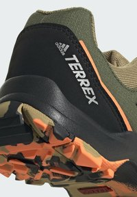 adidas Performance - TERREX HYPERHIKER LOW WANDERSCHUH - Hiking shoes - green - 8