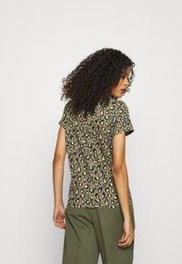 Banana Republic - COZY SLUB CREW - Print T-shirt - cool leopard - 2