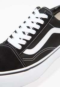 Vans - UA OLD SKOOL PLATFORM - Zapatillas - black/white - 9