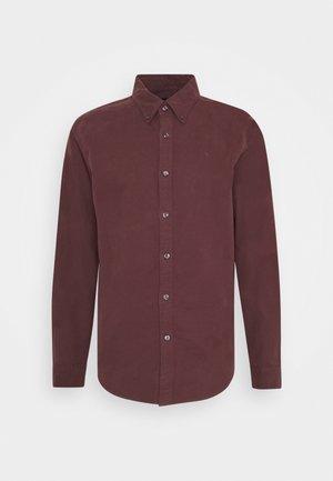 SIGNATURE SOLID OXFORD - Shirt - burg