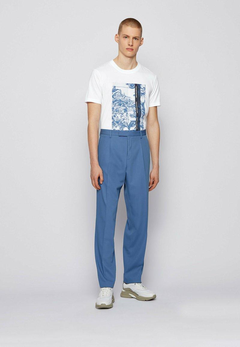 BOSS - Print T-shirt - natural