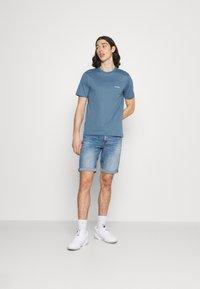 Calvin Klein - CHEST LOGO - T-shirt - bas - blue - 1