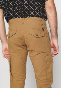 Jack & Jones - JJIPAUL JJFLAKE - Pantaloni cargo - sand - 3