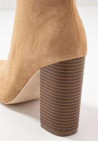 Nly by Nelly - BLOCK BOOT - Botki na obcasie - brown - 2