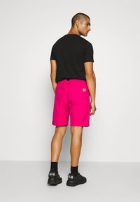 Carhartt WIP - CLOVER LANE - Shorts - ruby pink - 2