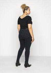 Vero Moda Curve - VMSOPHIA RHINESTONE  - Jeans Skinny Fit - black - 2