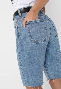 ONLY - JEANSSHORTS ONLEMILY HW LONG - Jeansshorts - light blue denim - 3