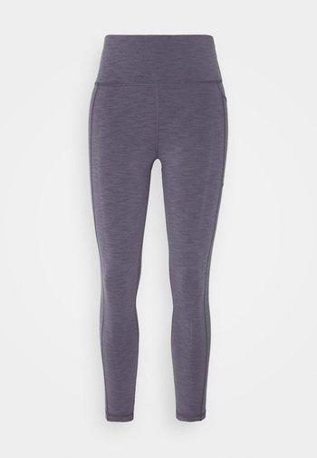 SUPER SCULPT 7/8 YOGA LEGGINGS - Leggings - fig purple