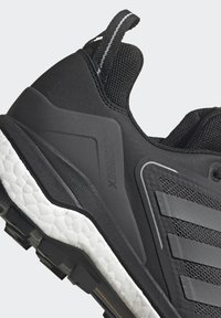 adidas Performance - TERREX SKYCHASER 2 GORE TEX - Hiking shoes - core black/grey four/dgh solid grey - 9