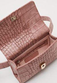 Valentino by Mario Valentino - AUDREY - Bum bag - rosa - 2