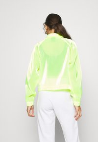 Nike Sportswear - AIR SHEEN - Lett jakke - volt/black - 2