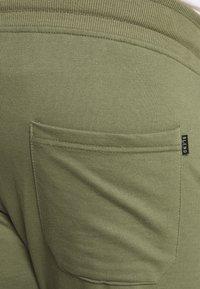 Blend - Pantalones deportivos - kalamata green - 3