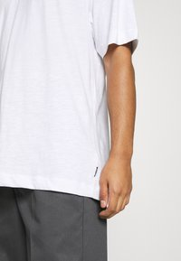 Only & Sons - ONSANDREW LIFE TEE - T-shirt med print - bright white - 3