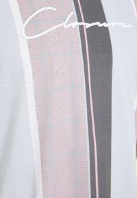 CLOSURE London - TEXTURED STRIPED TEE - Print T-shirt - pink - 2