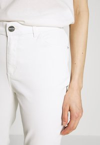comma - Jeans Skinny Fit - white - 3