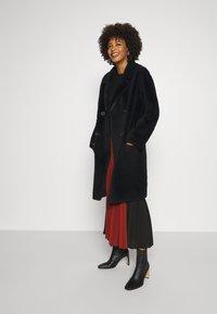 Oakwood - SISSI REVERSIBLE - Classic coat - black - 4