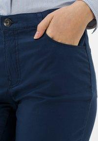 BRAX - STYLE MARY - Pantalon classique - indigo - 4