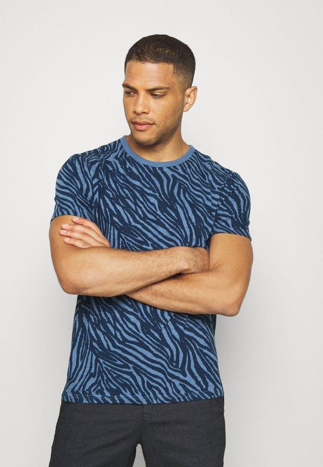 ZEBRA POP GRAPHIC TEE - T-shirt con stampa - blue shadow