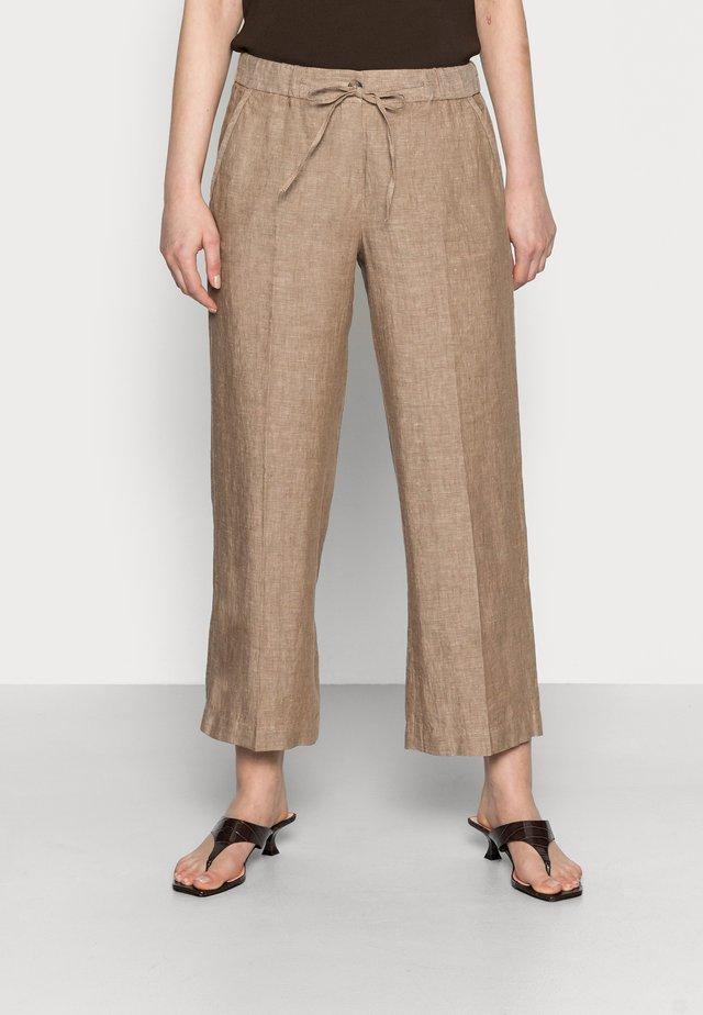 MARITTA - Kalhoty - maple