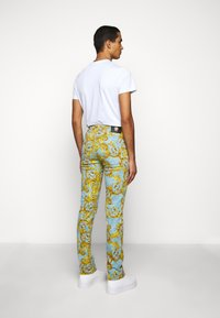 Versace Jeans Couture - BULL BAROQUE - Jeans slim fit - azzurro scuro - 2