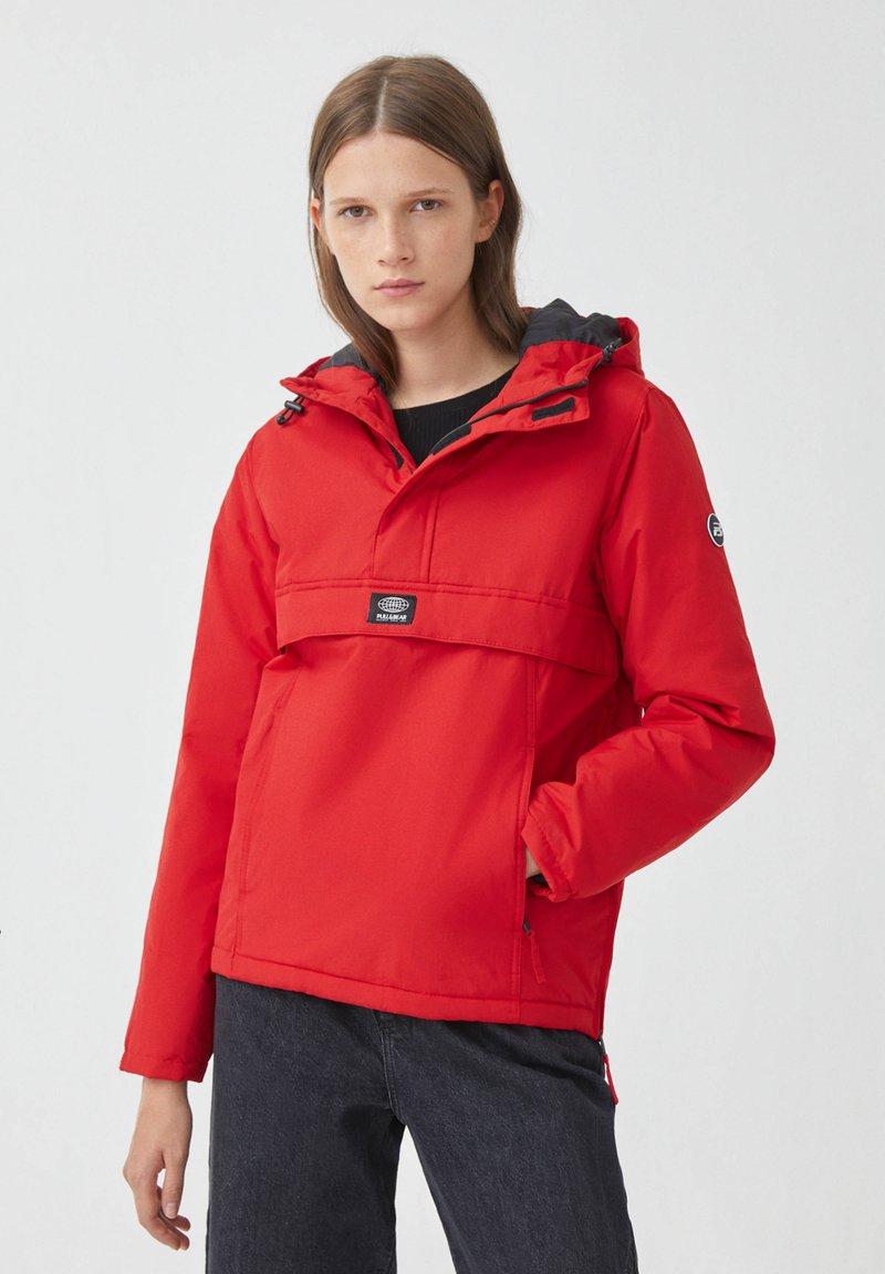 PULL&BEAR - Zimní bunda - red