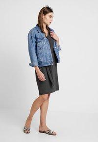 YAS - YASTAMMY DRESS - Sukienka z dżerseju - dark grey melange - 1