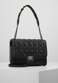 KARL LAGERFELD - KUILTED SMALL SHOULDERBAG - Håndtasker - black - 0