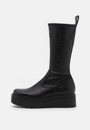 TARA - Laarzen met sleehak - black