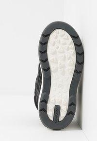 Viking - HERO GTX - Hiking shoes - black/charcoal - 5