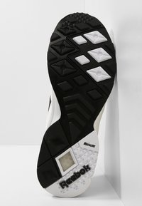 Reebok Classic - AZTREK - Sneakersy niskie - white/black/excellent - 4