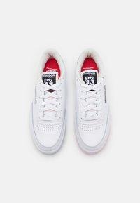 Reebok Classic - CLUB C 85 UNISEX - Tenisky - footwear white/vector red - 3