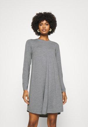DRESS - Pletené šaty - grey