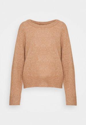 Stickad tröja - camel brown melange