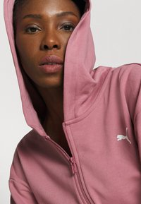 Puma - PAMELA REIF X PUMA COLLECTION FULL ZIP HOODIE - veste en sweat zippée - mesa rose