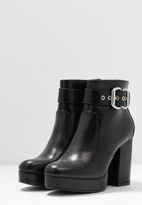 ONLY SHOES - ONLBRIN BUCKLE - Kotníková obuv na vysokém podpatku - black - 4
