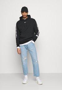 Nike Sportswear - REPEAT HOOD - Sweatshirt - black/white - 1