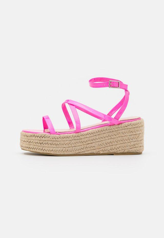 AMYLIA - Sandalen met plateauzool - pink