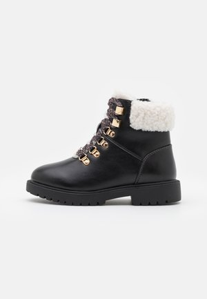 MADELINE KYRA - Lace-up ankle boots - black