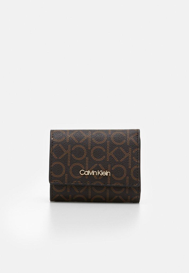 Calvin Klein - TRIFOLD - Peněženka - brown