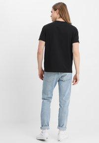 Champion Reverse Weave - CLASSIC APPLIQUE TEE - Basic T-shirt - black - 3