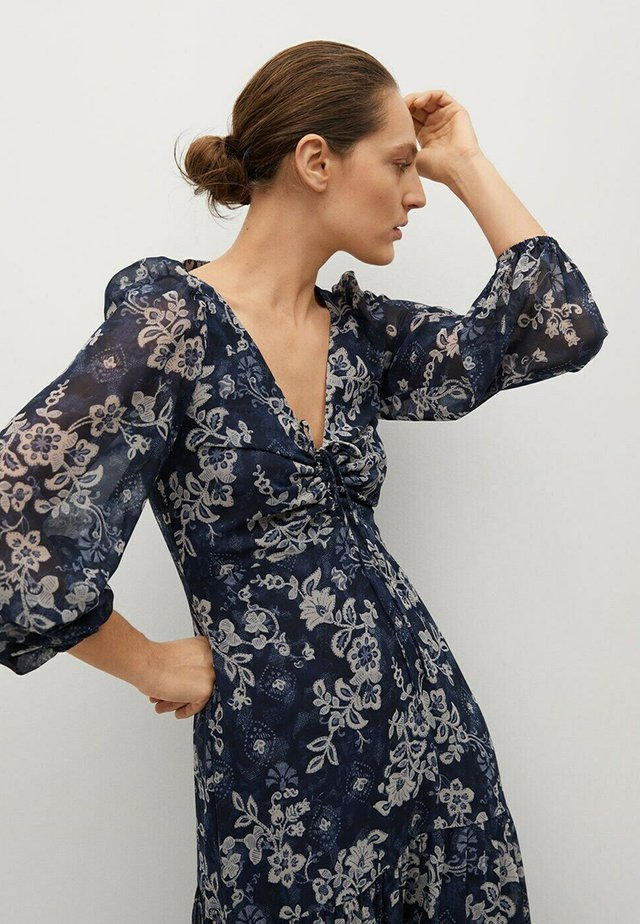 GEBLÜMTES - Day dress - blau