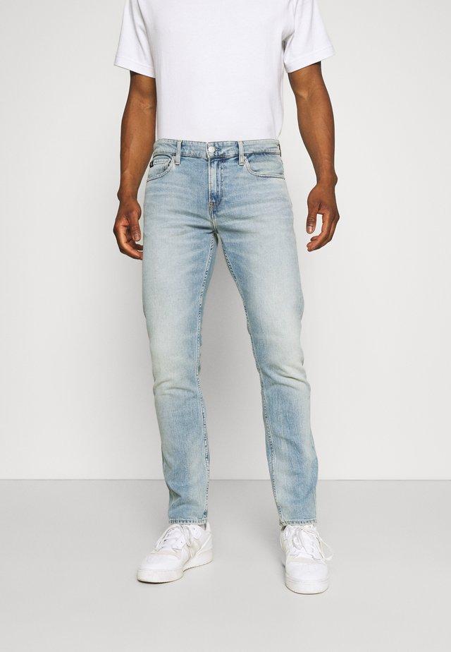 SLIM - Slim fit jeans - denim light