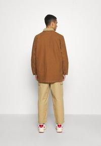 Levi's® - BRISBANE CHORE COAT UNISEX - Cappotto corto - toffee chorecoat - 3